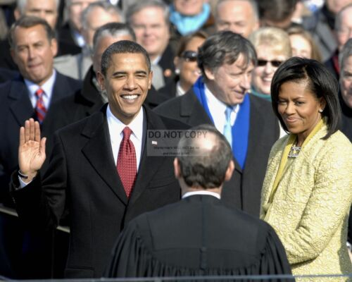 BARACK OBAMA IS SWORN IN AS 44TH PRESIDENT JANUARY 20, 2009  8X10 PHOTO (ZY-632)