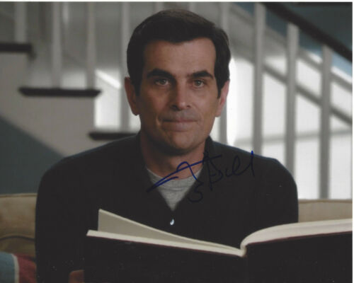 TY BURRELL SIGNED AUTHENTIC 'MODERN FAMILY' PHIL 8X10 PHOTO C w/COA ACTOR PROOF