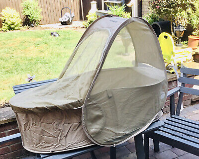 IMMACULATE Samsonite pop up travel cot/basinette deluxe