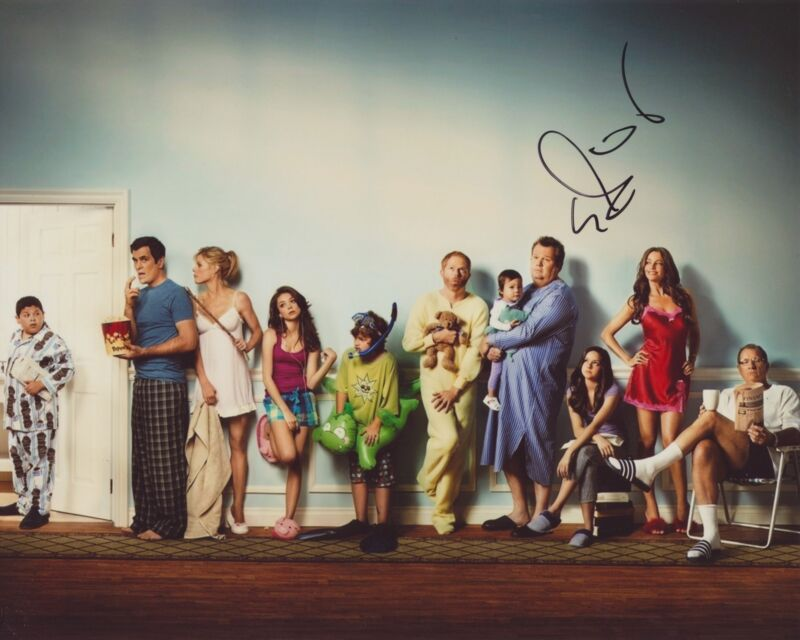 ERIC STONESTREET SIGNED MODERN FAMILY 8X10 PHOTO 2