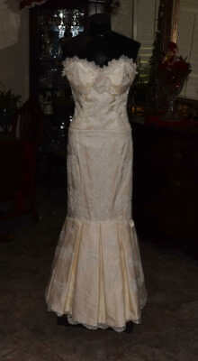 MELISSA SWEET Bridal Gown Wedding Dress Size 4/6 Ivory Lace    REF 4740501