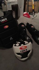 Men's Large martial arts sparing gear - EUC