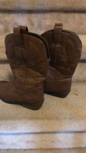 Cowboy boots - women's 6