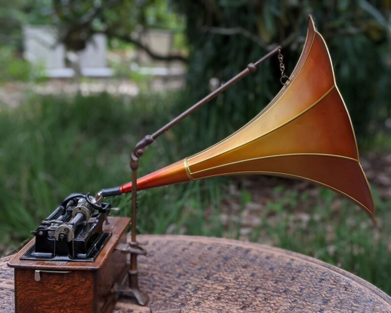 """H&S Cylinder Phonograph Player Horn, Gold rib Tangerine field 26"""" Length Old"""