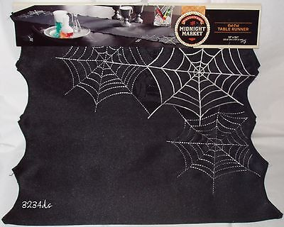 Halloween Spider Web Cut Out (NEW Halloween 13x54 SPIDER WEB CUT-OUT Embroidered TABLE RUNNER Black &)
