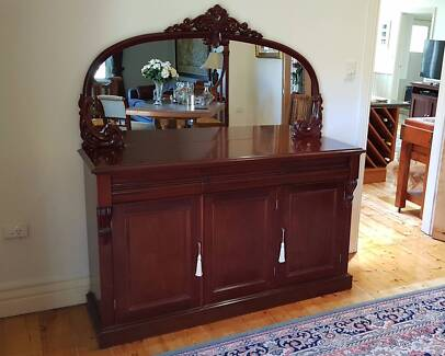 Victorian (reproduction) sideboard/buffet/cabinet
