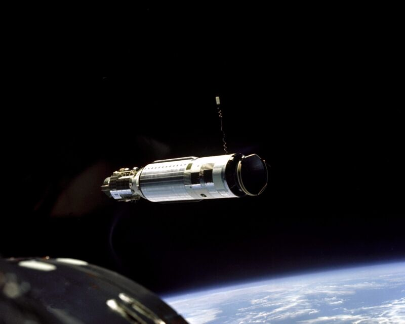 AGENA TARGET VEHICLE AS SEEN FROM GEMINI 8 - 8X10 NASA PHOTO (AA-106)