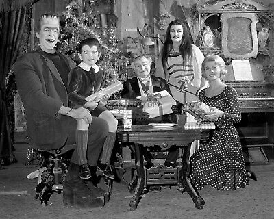 """""""THE MUNSTERS"""" CAST FROM THE TV SHOW - 8X10 CHRISTMAS PUBLICITY PHOTO (OP-991)"""