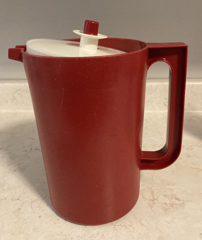 Tupperware #1676 Red 2 Quart Pitcher #801 Push Button Seal Lid