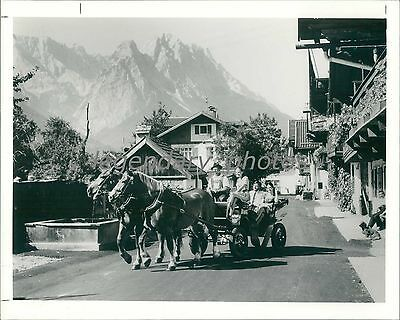 1996 Horse Drawn Carriage Gives Tourists A Ride Original News Service Photo