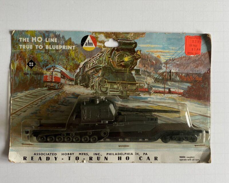 VINTAGE ahm HO GAUGE U.S. ARMY TANK ON FLAT CAR  NEW IN WORN PACKAGE