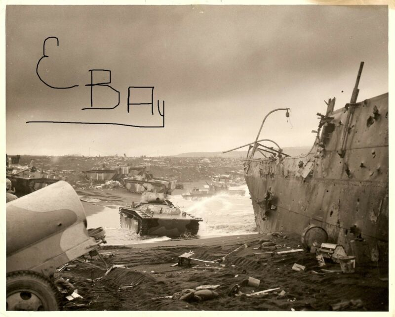 WWII HUGE 8X10  PHOTOGRAPH OF US MARINES LANDING IWO JIMA D-DAY 2.19.1945 LOOK
