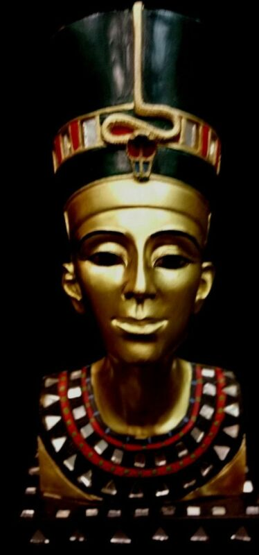 Egyptian Art ( Queen Nefertiti)