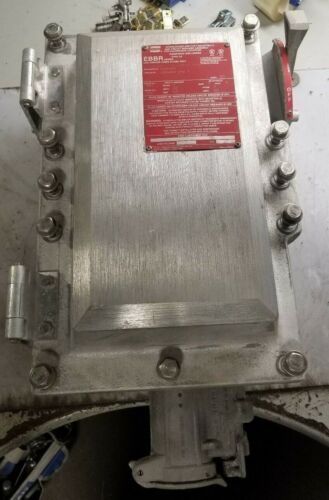 CROUSE HINDS 60A CIRCUIT BREAKER DISCONNECT W/ ARKTITE RECEPTACLE EBBRA604-DT603