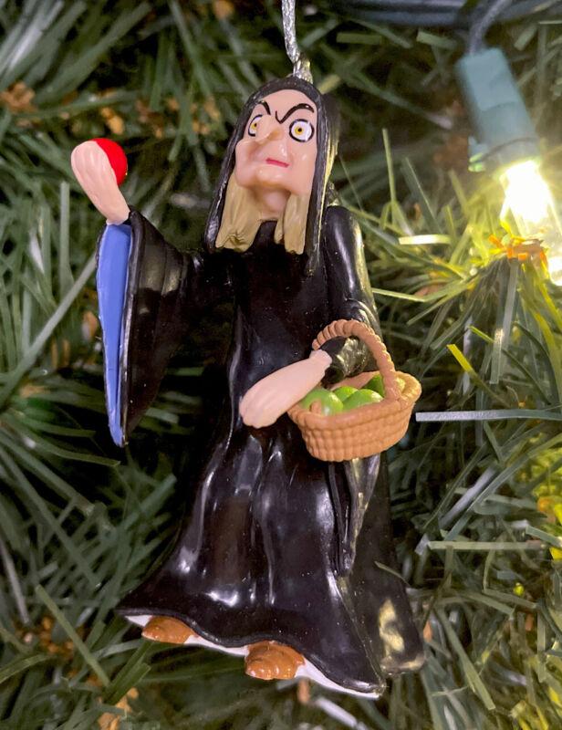 2021 Evil Queen Villain Old Beggar Poison Apple  Christmas Ornament Snow White