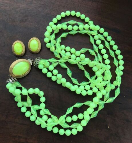 Antique Uranium Vaseline  Chartreuse Plastic Necklace With Matching Earrings