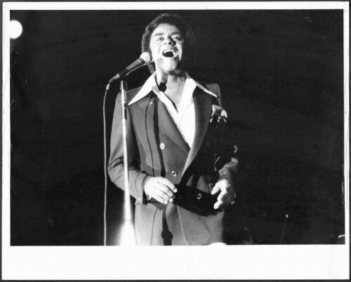 ~ Vocalist Johnny Mathis Original 1970s Stamped Concert Press Photo