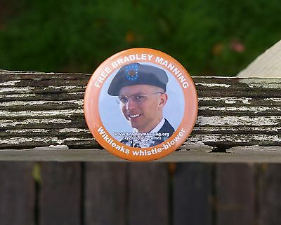 Unengaged Bradley Manning WikiLeaks Whistle-Blower Exposing Crimes Pin Pinback Button