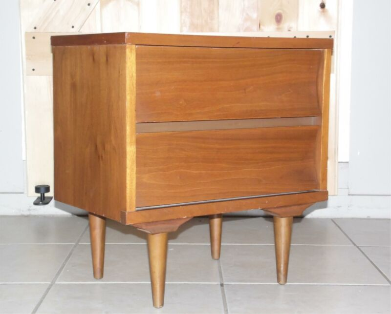 Vintage Mid Century Modern Walnut Johnson Carper Nightstand End Table