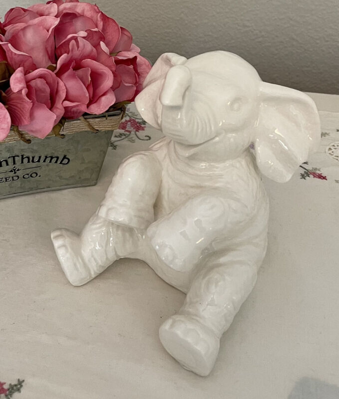 Disney World Land Parks Jungle Cruise Ceramic White Elephant Figurine Excellent