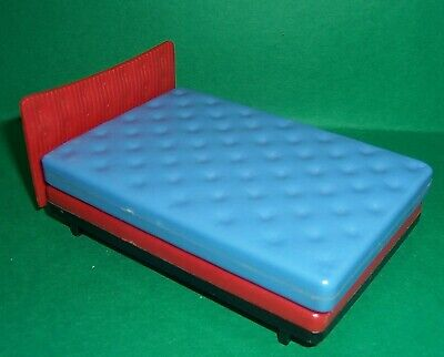 VINTAGE DOLLS HOUSE TRIANG 1960's BED  16th LUNDBY SCALE