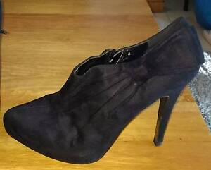 Black heel seude boots Size 9 Lane Cove Lane Cove Area Preview