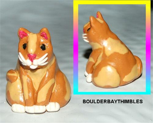 BOULDER BAY- Hand crafted Thimble - #294 SITTING CAT DARK & LIGHT BROWN