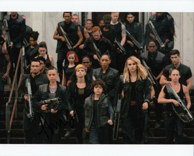 ROSA SALAZAR signed (INSURGENT) Movie 8X10 photo *LYNN* W/COA