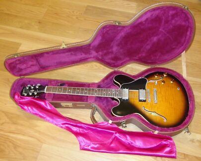 Gibson ES 335 DOT guitar in good condition.1997 year.