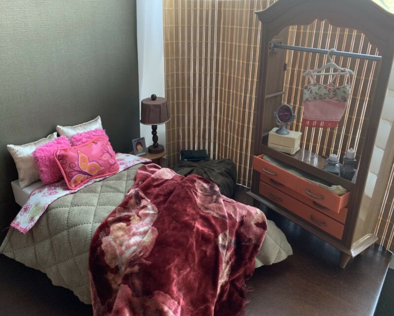 Handmade Shoebox Doll Room Bed Comforter Pillows My Scene Barbie Closet Chelsea