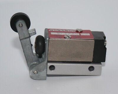 Pneumatic Roller Limit Valve Switch 10-32 Thread Dynamco Sl1222