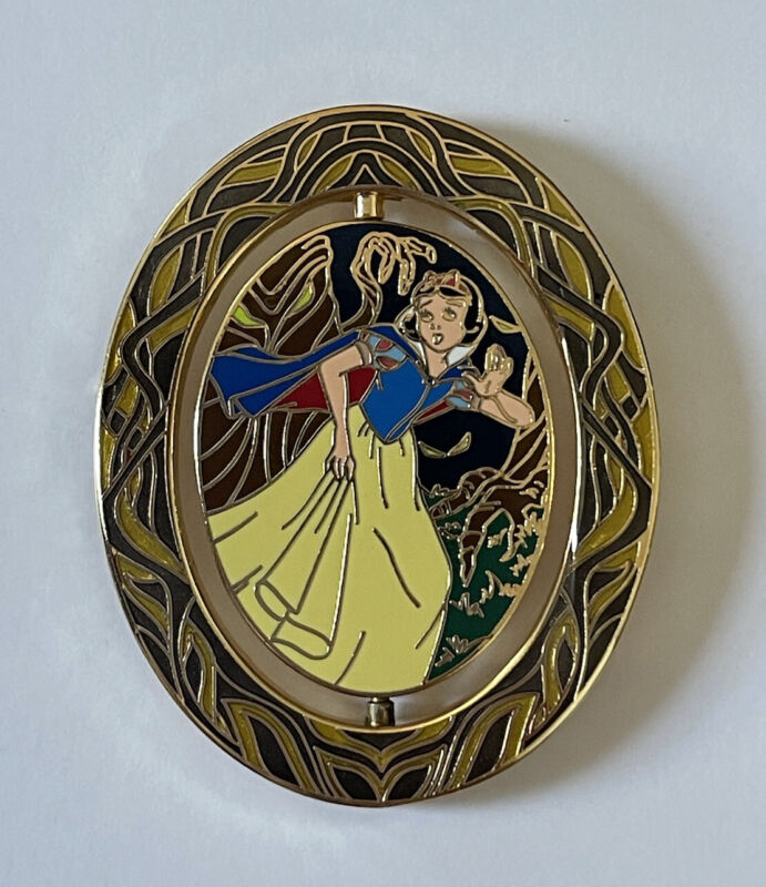 Disney Shopping LE 250 Snow White and Evil Queen Spinner Series Pin