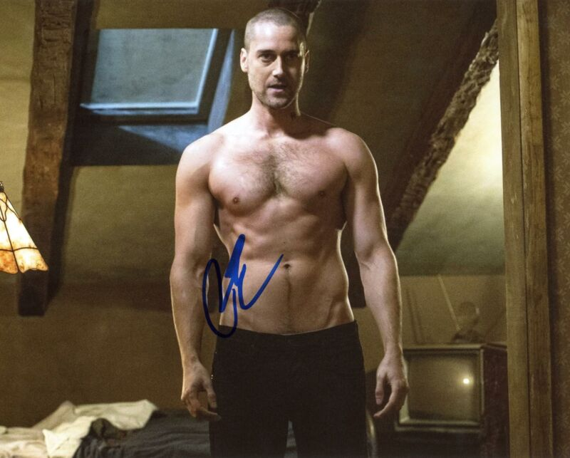 """Ryan Eggold """"The Blacklist"""" AUTOGRAPH Shirtless Signed 8x10 Photo"""