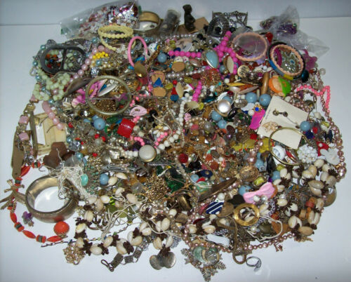 lot of BROKEN Vintage + Modern Costume Jewelry, *Over 7 pounds!