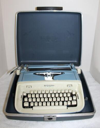 Vintage Royal Aristocrat Portable Typewriter w/ Case ~ USA ~ 1950