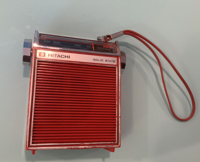 HITACHI TH-831 Solid State Transistor Radio - RED