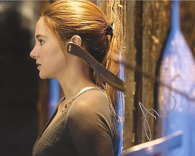 Shailene Woodley Original Signed 8X10 Autograph Photo Divergent Tris