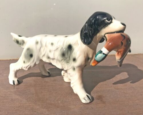"""Ceramic Collectible Dog Figurine Spaniel Setter Bird Dog With Duck  7""""L 4""""T"""