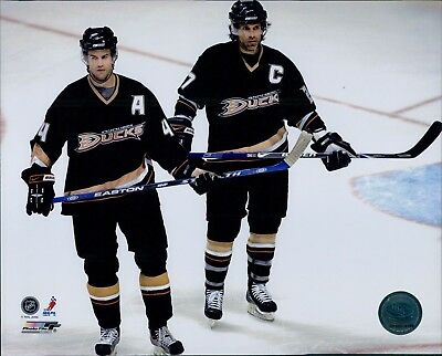Niedermayer Ducks (Anaheim Ducks Scott Niedermayer Cam Fowler Licensed Unsigned Glossy 8x10 Photo)