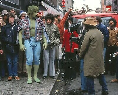 The Incredible Hulk - TV SHOW PHOTO #23 - LOU FERRIGNO - BEHIND THE SCENES
