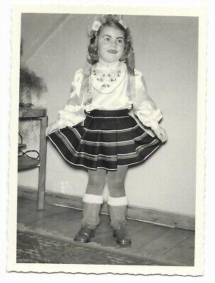Altes Foto, old photo, Snapshot, süßes Mädchen im Kostüm, Kleid, - Alte Mode Kostüm