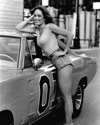 THE DUKES OF HAZZARD CATHERINE BACH DAISY DUKE 8X10 PHOTO GENERAL LEE AWESOME!