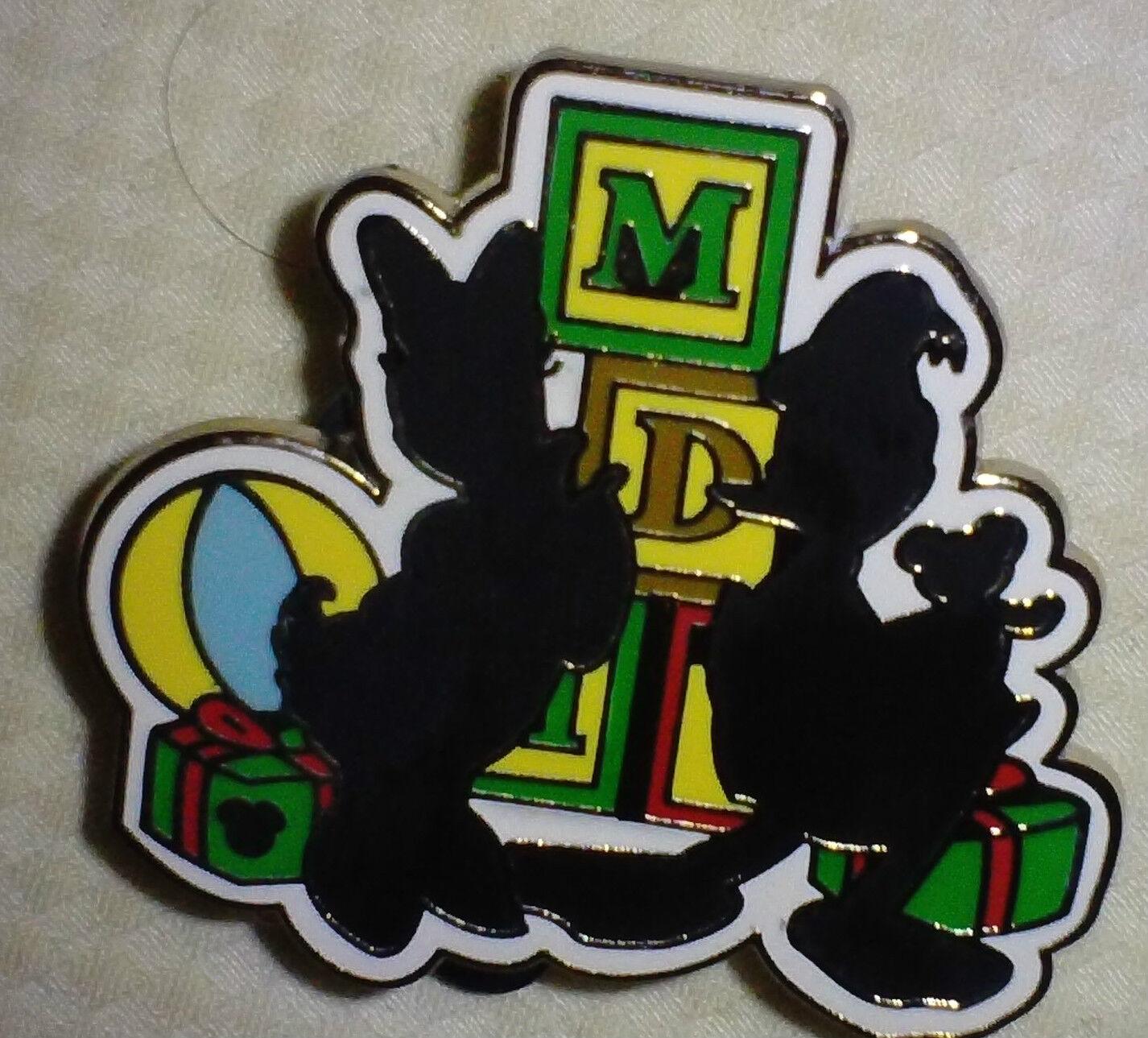 Disney Pin 66281 Hidden Mickey Christmas Silhouette Donald And Daisy 11 Yrs Old Ebay