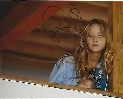 Jennifer Lawrence Signed Winters Bone 8X10 Photo   In Person Proof
