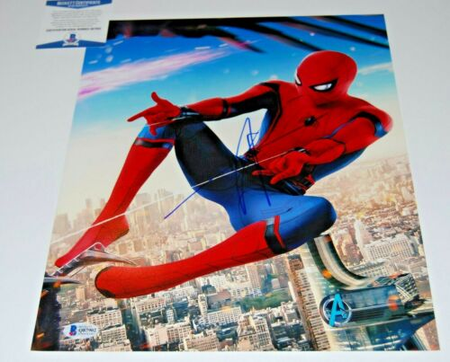 TOM HOLLAND signed (SPIDER-MAN HOMECOMING) AVENGERS 11x14 photo BECKETT COA #8