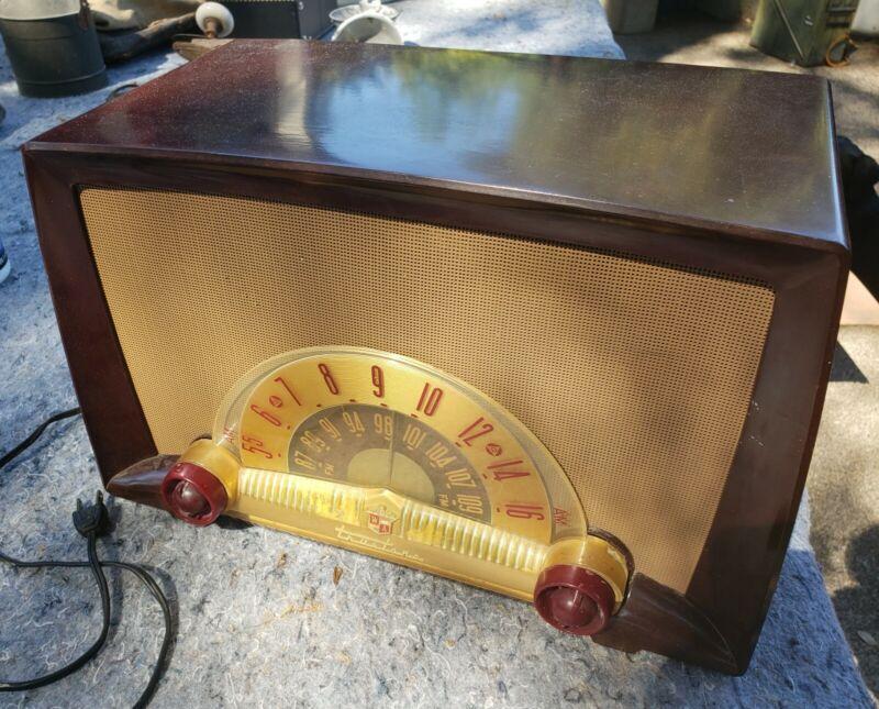 Vintage Working Truetone D-2226 Tube Radio 1952
