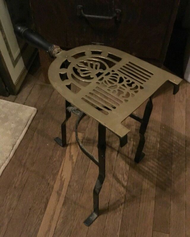 VINTAGE ANTIQUE STYLE WROUGHT IRON & BRASS FIREPLACE TRIVET WARMING STAND