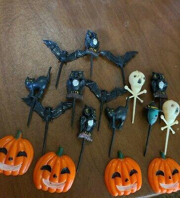 Halloween Pumpkin Decorated Cakes (Vtg Lot Of 17 HALLOWEEN CAKE TOPPERS PLASTIC BAT OWLS SKULLS PUMPKINS CATS)