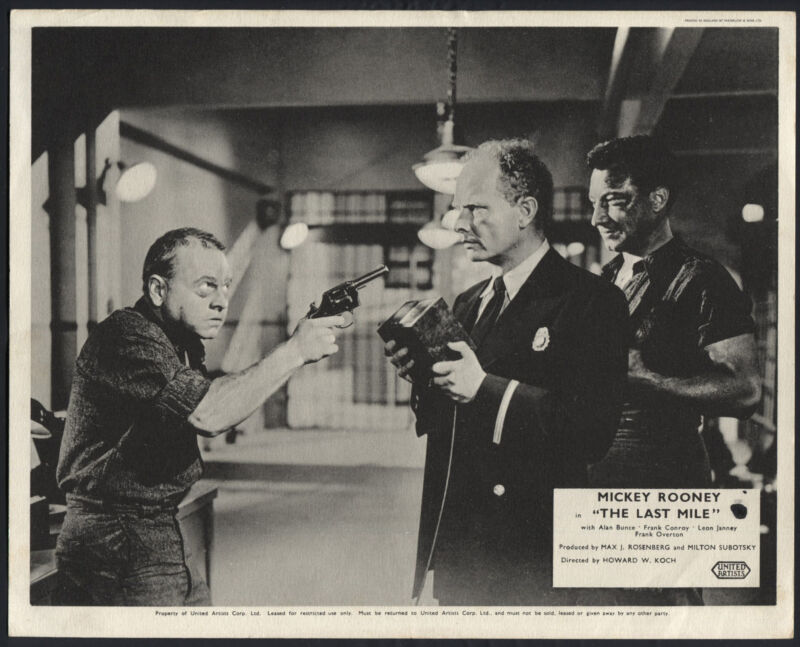 The Last Mile '59 MICKEY ROONEY POINTIN A GUN AT A GUARD
