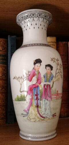 BEAUTIFUL REPUBLIC PERIOD FAMILLE ROSE CHINESE HANDPAINTED PORCELAIN VASE c.1940